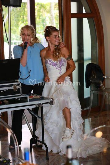 La sposa al karaoke