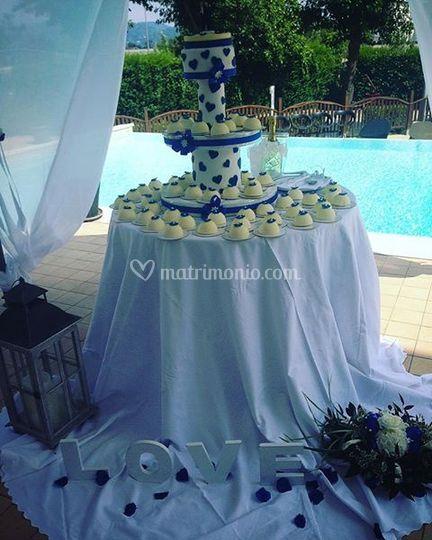 Monoweddingcake
