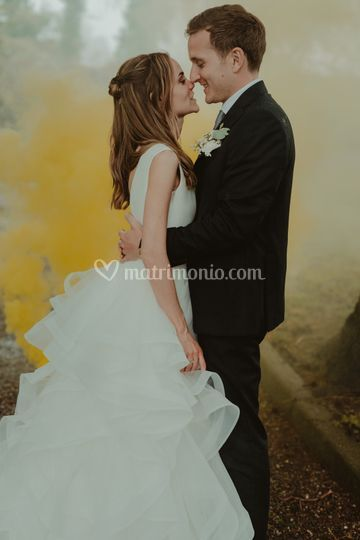 Sposi con fumogeni