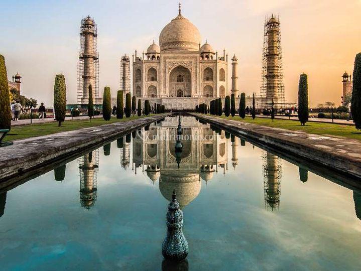 Senza tempo il Taj Mahal