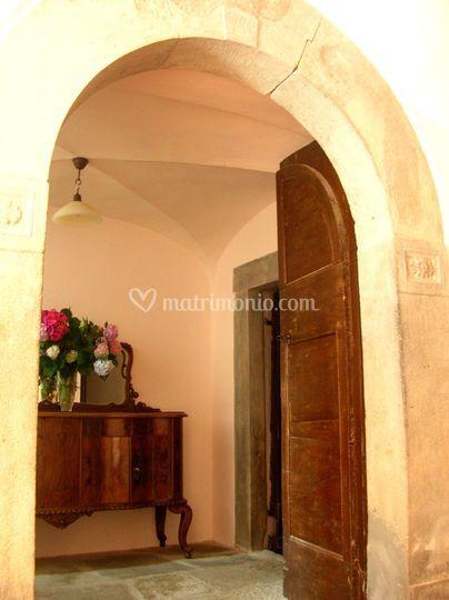 Antico portale interno