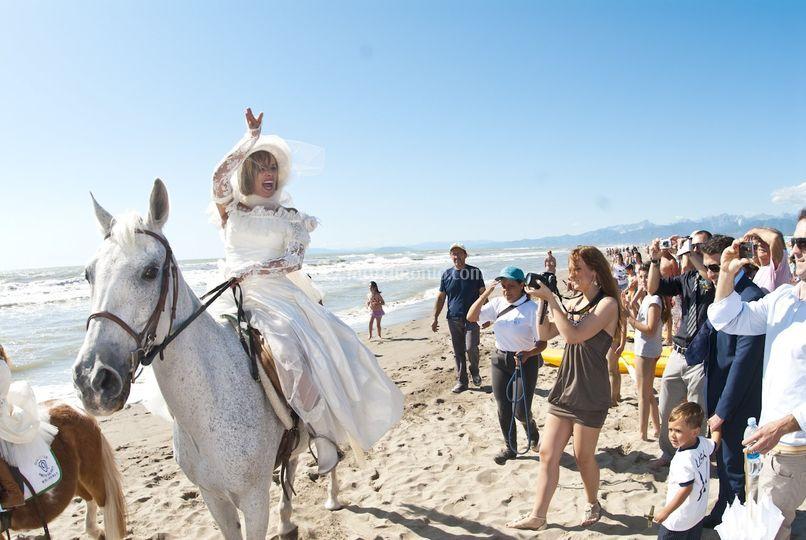 E la Sposa arriva a cavallo
