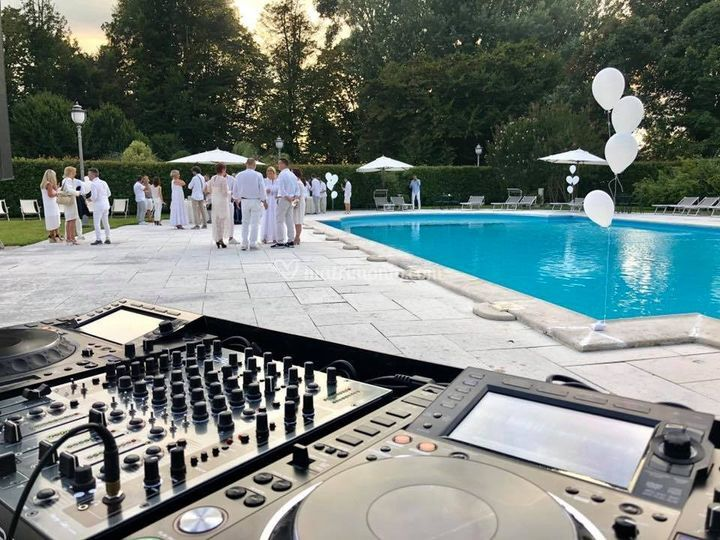 Dj in piscina