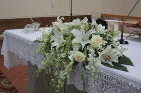 Composizione mensa con rose
