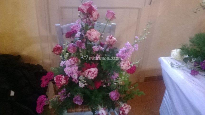 Composizione floreale tema rosa