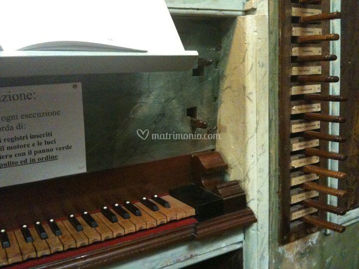 Musiche e marcia nuziale suonate con l'organo