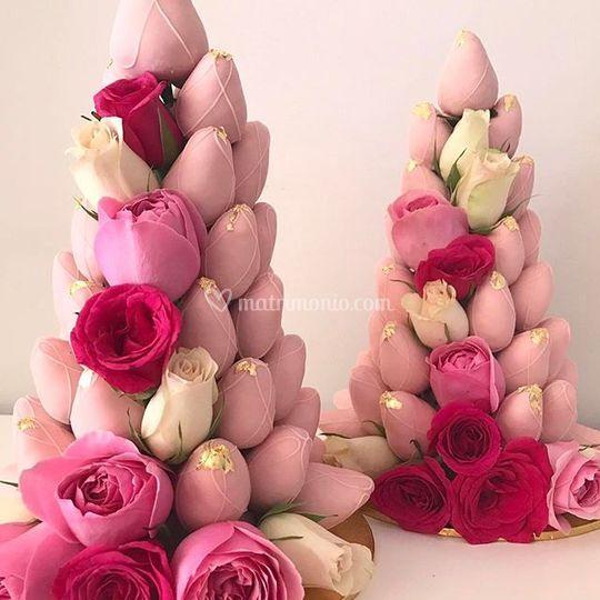 Torre di rose e fragole