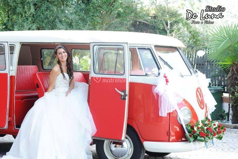 Pulmino VW T1 rosso e bianco