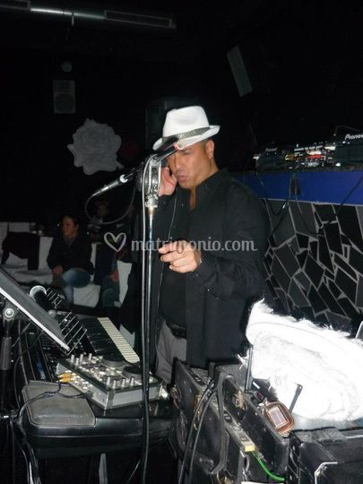 Disck Jockey in Action Live