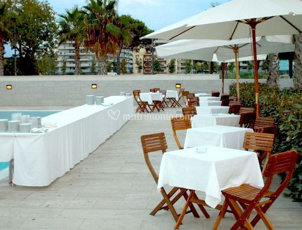 Buffet in piscina