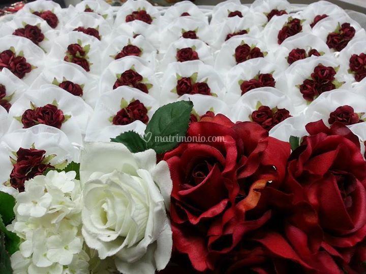 Matrimonio In Bianco E Rosso : Matrimonio in bianco e rosso di bomboniere dintorni foto