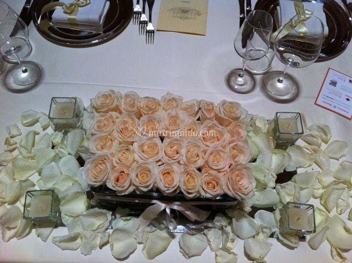 Tavolo sposi con spetalata