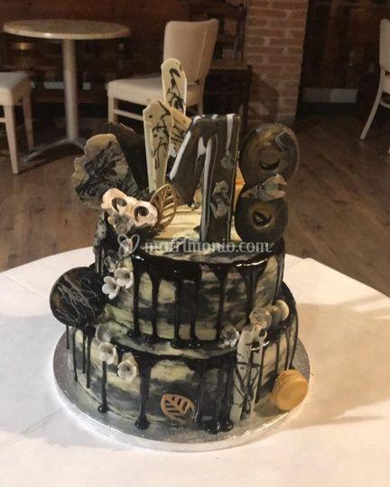 Dark Drip Cake