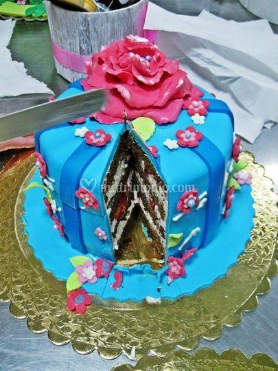Mini torta con la peonia