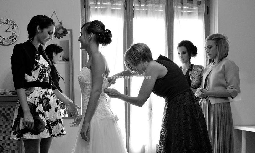 Vestizione della sposa a casa
