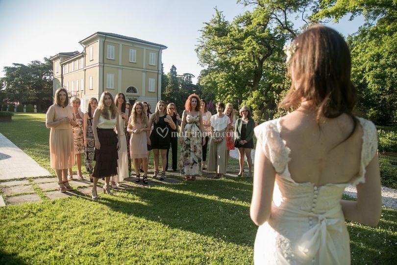 La sposa e le amiche di Relais Villa Abbondanzi