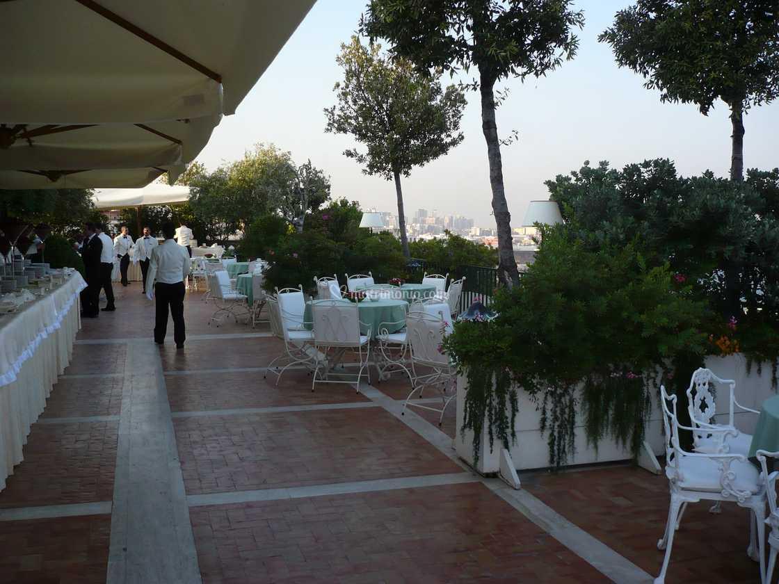 Aperitivo E Buffet In Terrazza Di Hotel Excelsior Foto 84
