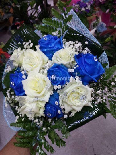 Matrimonio Girasoli E Rose Bianche : Rose bianche e blu di il paradiso dei fiori foto