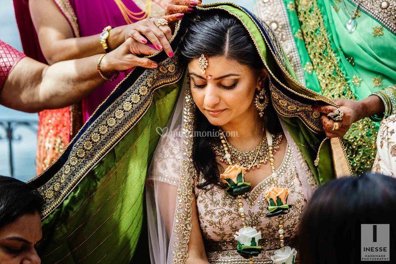 La sposa indiana nel suo sari