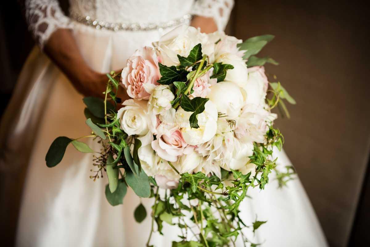 Bouquet Sposa Torino.Bouquet Della Sposa A Cascata Di Sposiamo Wedding Planner Torino