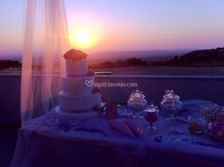 Torta nuziale al tramonto