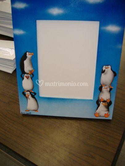 Cornice con pinguini ad aerografo