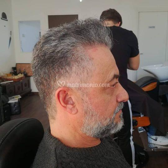 Taglio maschile capelli grigi