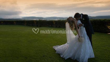 Immagine romantica della sposa e dello sposo