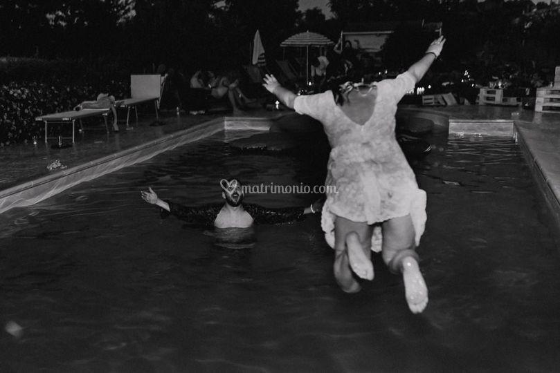 Sposi in piscina