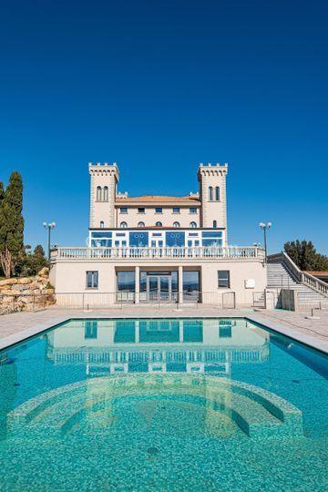 Il castello e la piscina