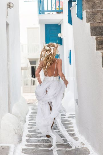 Running Bride (Mikonos)