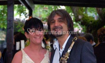 Mauro Lambertini con una delle spose