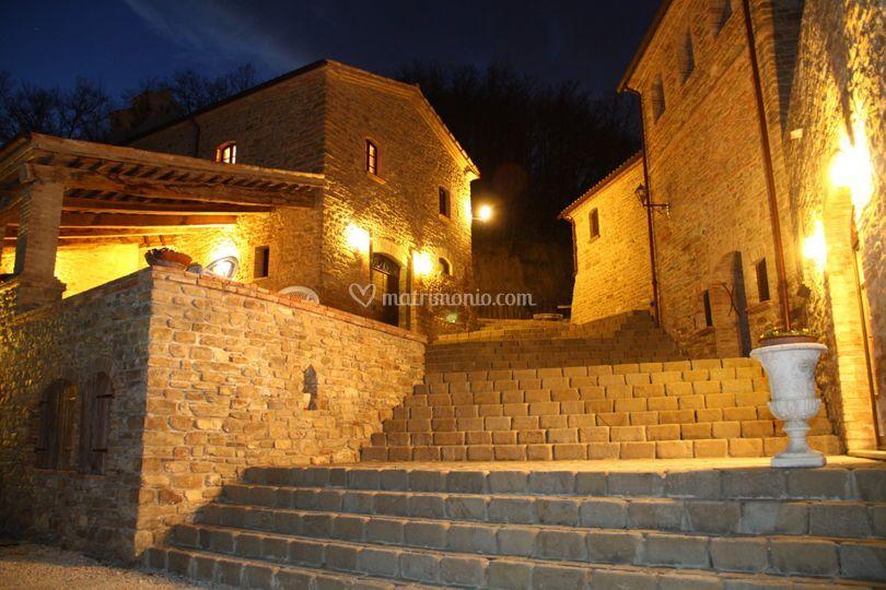 Borgo Cisterna di sera
