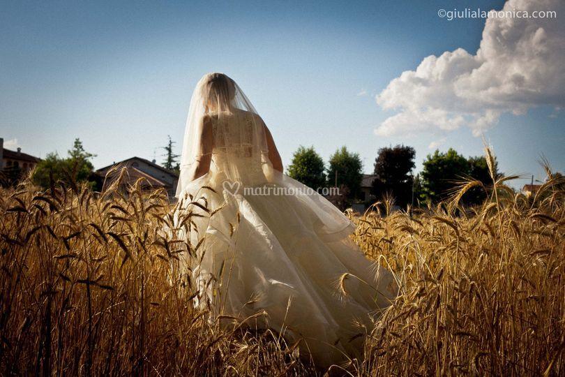 Sposa campo di grano