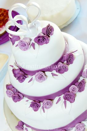 Wedding cake a piani con rose