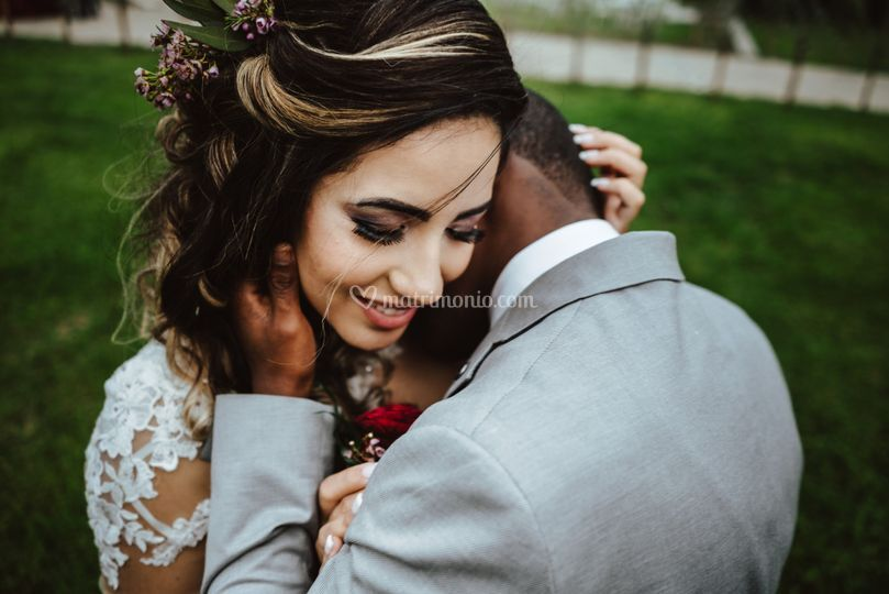 Abbraccio sposi