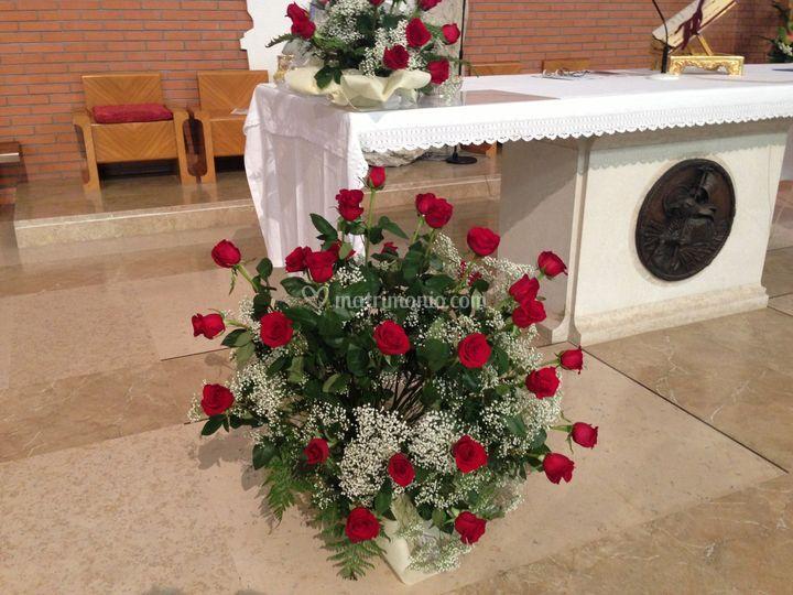 Una chiesa di rose rosse