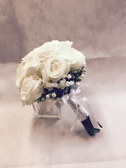 Bouquet sposa:rose e bouvardia