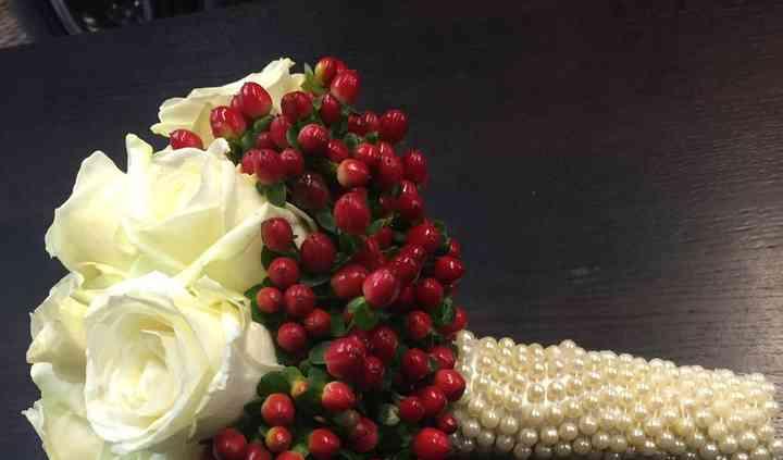 Bouquet sposa: rose e Hypericum