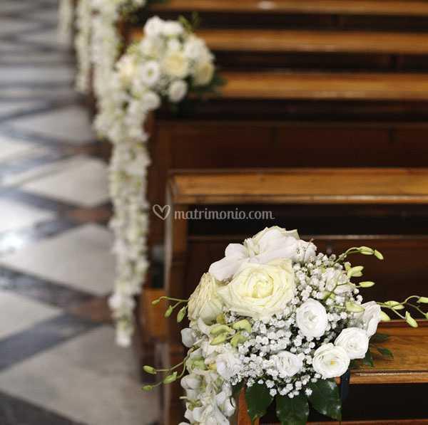 Fiori Matrimonio.Panche Interno Chiesa Di Raggio Di Fiore Foto 15