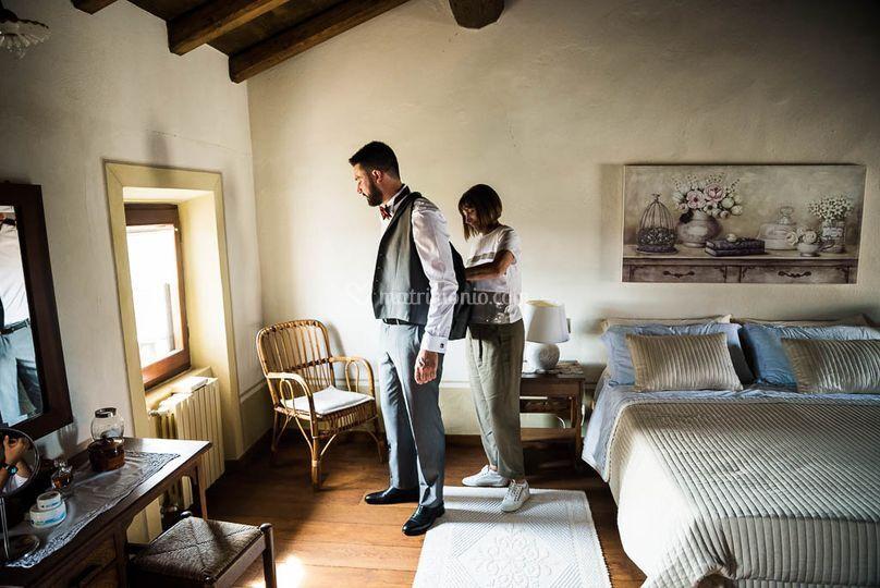 Preparazione sposo in Hotel