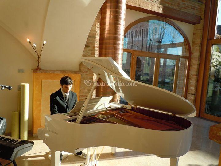 Pianista con piano a coda