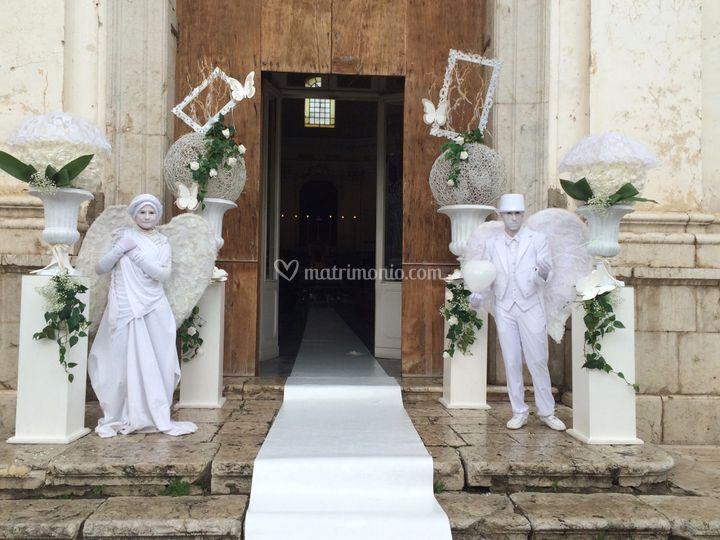 Angeli bianchi statue