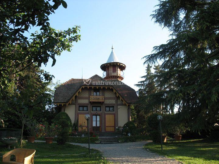 Villa crocioni - facciata nord e torre a chiocciola di Villa Crocioni