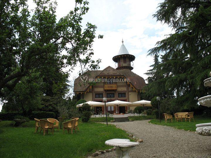 Villa crocioni - ingresso principale da giardino