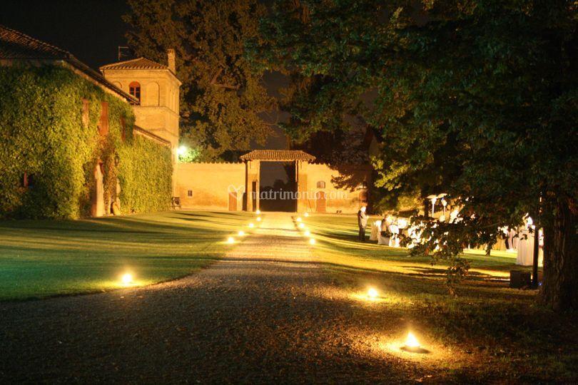 Palazzo minelli - Vialetto giardino illuminato ...
