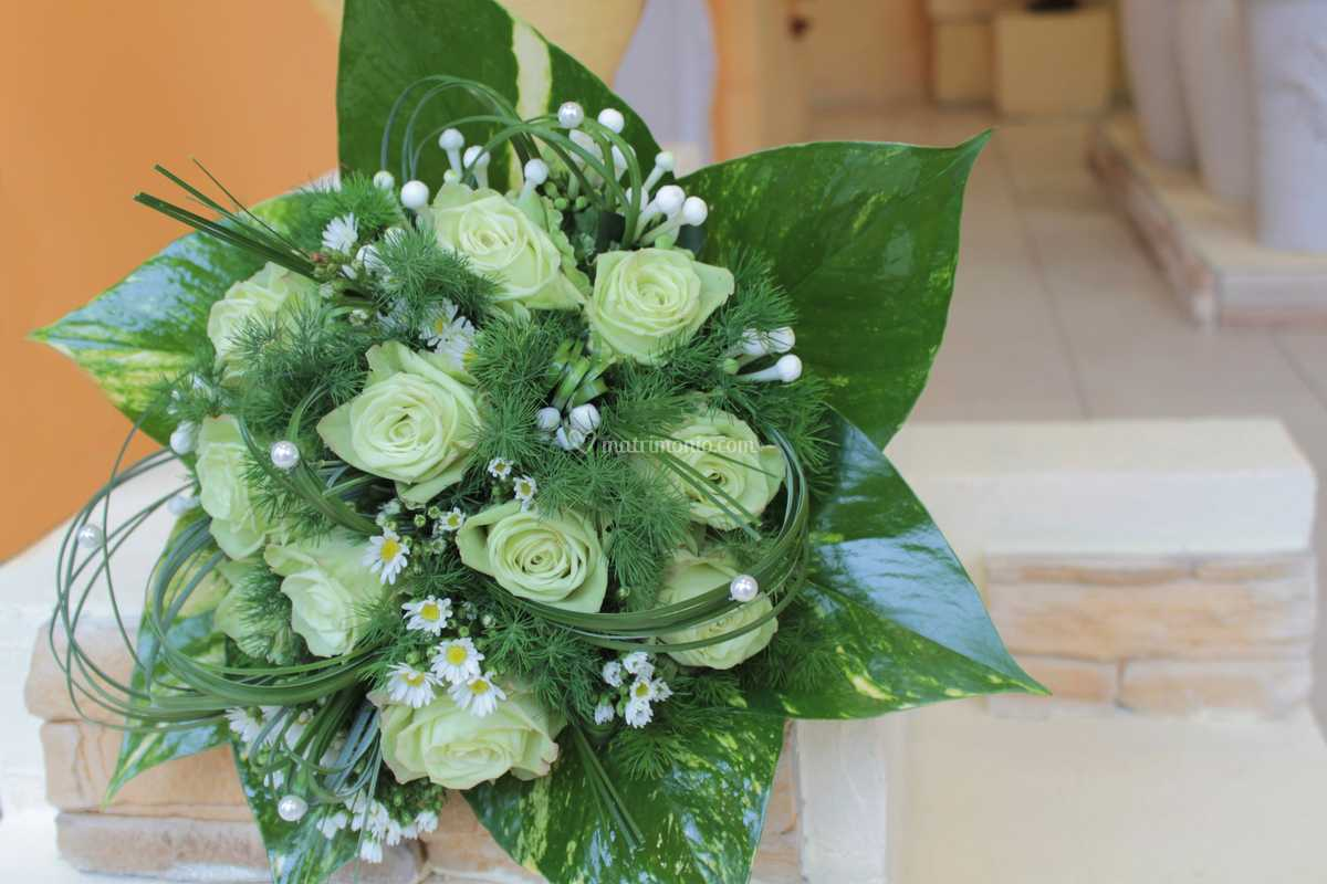 Gelsomino Bouquet Sposa.Bouquet Rose Verdi E Gelsomino Di Fioreria La Magia Del Fiore