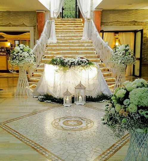 Tavolo sposi senza troni
