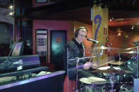 Uriel DJ, Musica e spettacolo