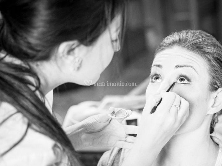 Istanti dettagli makeup sposa
